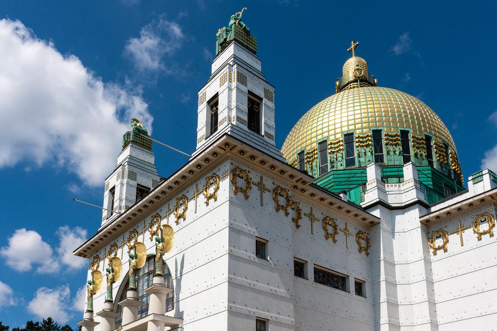 vergoldete Kuppel der Kirche am Steinhof