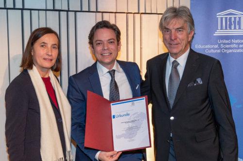 Übergabe der Urkunde zur Aufnahme des Goldschlägerhandwerks in das österreichische Verzeichnis des immateriellen Kulturerbes
